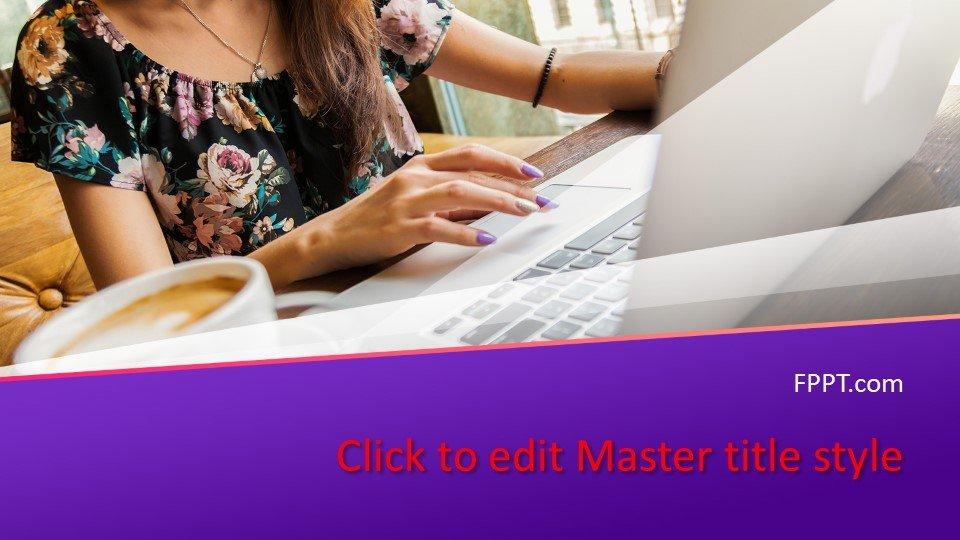 slides plantilla powerpoint Mujer que trabaja en un portátil